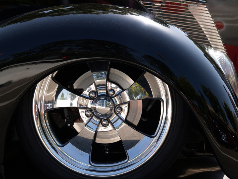 Wheel「Front End of Classic Black Car」:スマホ壁紙(10)