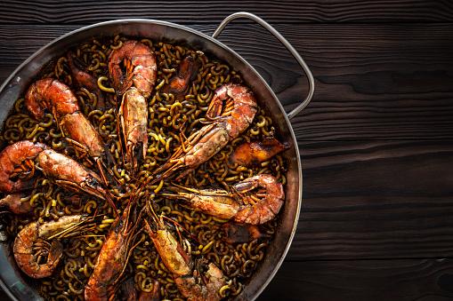 Paella「Fidegua paella recipe in a pan with shrimp squid and seafood」:スマホ壁紙(14)
