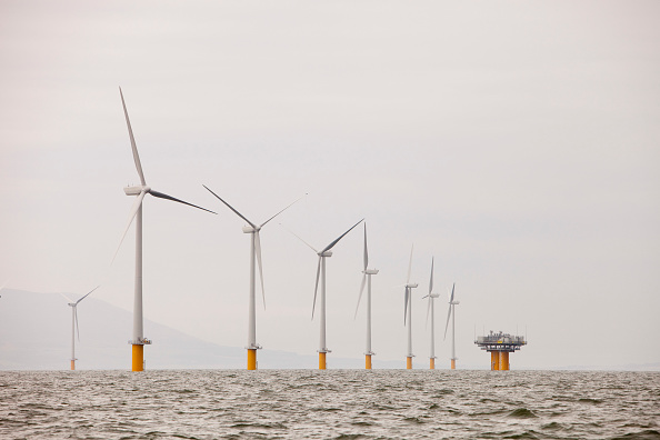 Turbine「The newly built Robin Rigg offshore wind farm in the solway firth between Cumbria and Scotland」:写真・画像(11)[壁紙.com]
