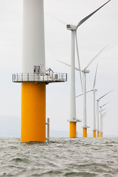 Anchored「The newly built Robin Rigg offshore wind farm in the solway firth between Cumbria and Scotland」:写真・画像(15)[壁紙.com]