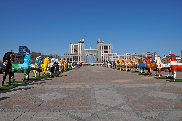 Installation Art「Astana Horses」:写真・画像(0)[壁紙.com]