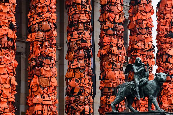 アート「Ai Weiwei Creates Art Installation From Refugee Life Vests」:写真・画像(7)[壁紙.com]