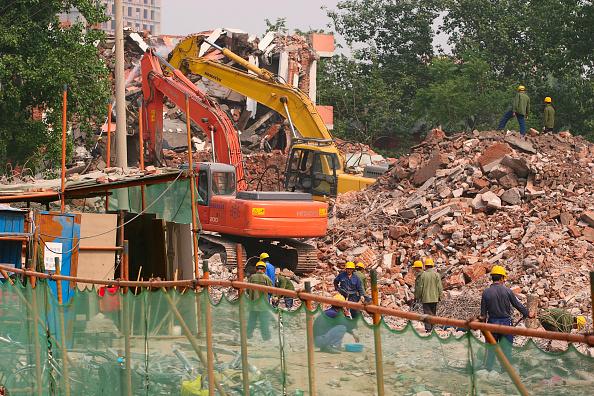 Concrete「Diggers demolishing residential housing in central Beijing.」:写真・画像(0)[壁紙.com]