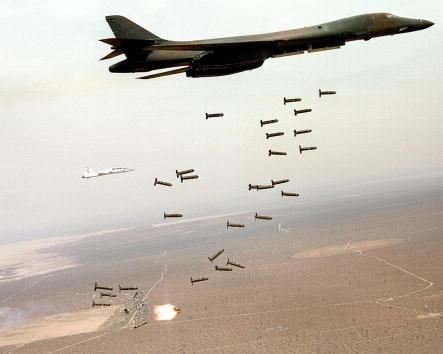 Explosive「FILE PHOTO B-1 Bomber」:写真・画像(3)[壁紙.com]