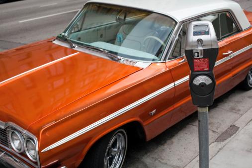 Parking Meter「a vintage car parks near the parking meter」:スマホ壁紙(12)