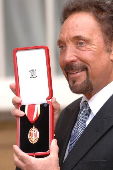 Photoshot「Tom Jones Is Knighted」:写真・画像(9)[壁紙.com]