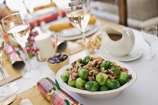 Formalwear「Brussels sprouts on Christmas table」:スマホ壁紙(17)