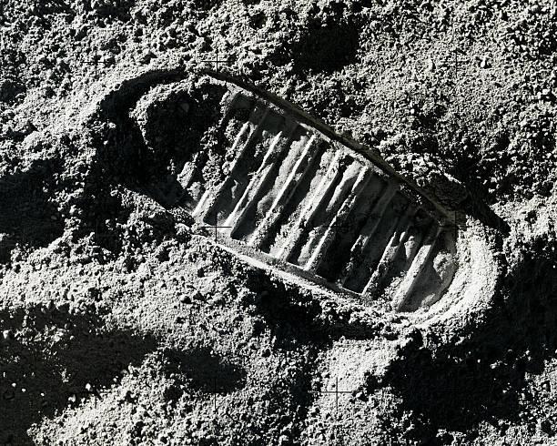 Footprint on Moon:スマホ壁紙(壁紙.com)