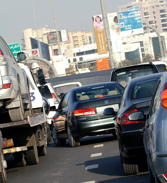 Road Marking「Traffic in Dubai, Garhoud, Maktoum, United Arab Emirates, February 2007.」:写真・画像(10)[壁紙.com]