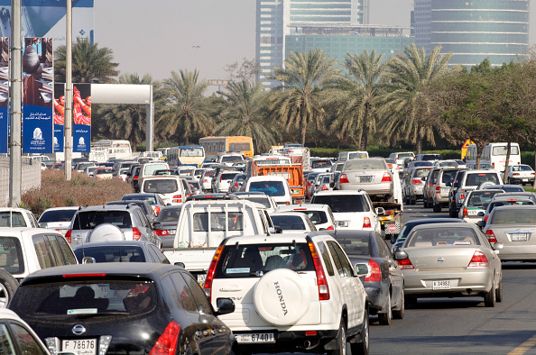 Traffic「Traffic in Dubai, Garhoud, Maktoum, United Arab Emirates, February 2007.」:写真・画像(0)[壁紙.com]