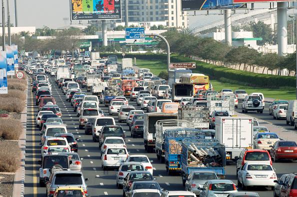 Traffic「Traffic in Dubai, Garhoud, Maktoum, United Arab Emirates, February 2007.」:写真・画像(6)[壁紙.com]
