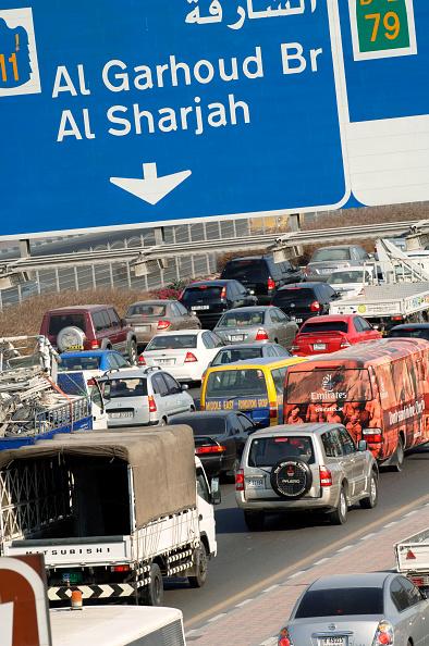 Road Marking「Traffic in Dubai, Garhoud, Maktoum, United Arab Emirates, February 2007.」:写真・画像(11)[壁紙.com]