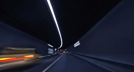 Overtaking「traffic in a car tunnel」:スマホ壁紙(14)