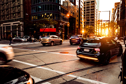 Car「夕暮れ時にトロント ダウンタウンの交通します。」:スマホ壁紙(17)
