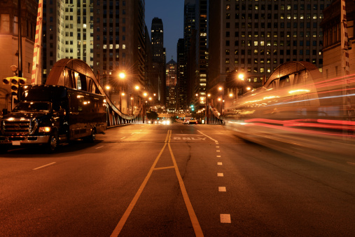 Dividing Line - Road Marking「Traffic in the Night,Chicago Downtown.」:スマホ壁紙(19)