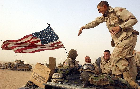 USA「U.S. Troops Hold Positions Near The Border Of Iraq」:写真・画像(14)[壁紙.com]
