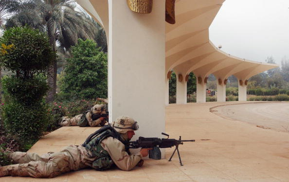 Dawn「Coaltion Forces Take Baghdad International Airport」:写真・画像(1)[壁紙.com]