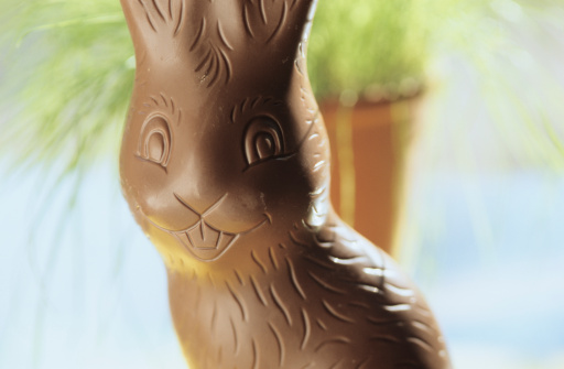 Easter「Chocolate easter bunny, close-up」:スマホ壁紙(3)