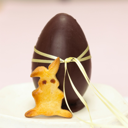 Easter Bunny「Chocolate Easter egg and easter bunny」:スマホ壁紙(19)