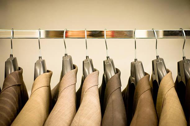 Row of hanging suits in wardrobe:スマホ壁紙(壁紙.com)
