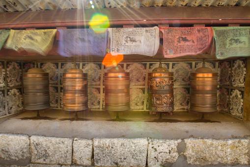 Khumbu「Buddhist Prayer Wheels at Namche Bazaar」:スマホ壁紙(11)