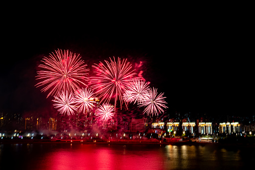 Firework - Explosive Material「Fireworks blooming over the city」:スマホ壁紙(10)