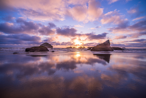 Oregon Coast「Coastline with sea stacks and surf at Bandon Beach, Oregon」:スマホ壁紙(11)