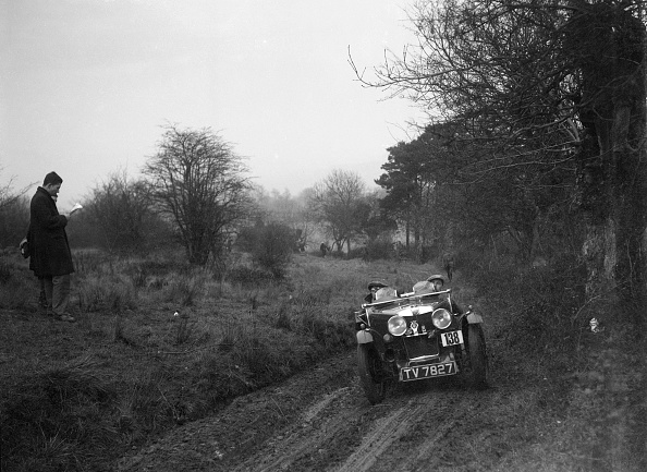 Country Road「MG J2 of SV Arthur at the Sunbac Colmore Trial, near Winchcombe, Gloucestershire, 1934」:写真・画像(18)[壁紙.com]