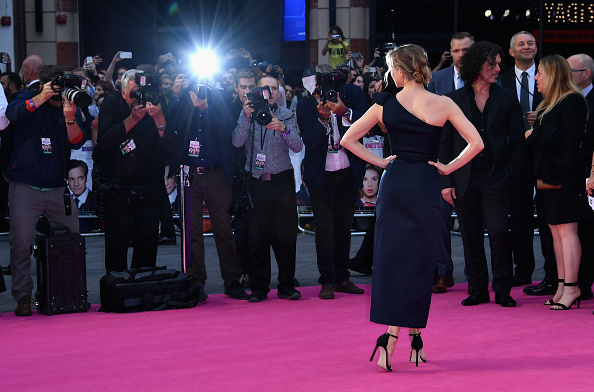 "Rear View「""Bridget Jones's Baby"" - World Premiere - Red Carpet Arrivals」:写真・画像(11)[壁紙.com]"