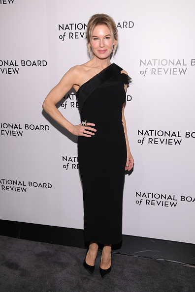 Looking Over「The National Board Of Review Annual Awards Gala - Arrivals」:写真・画像(8)[壁紙.com]