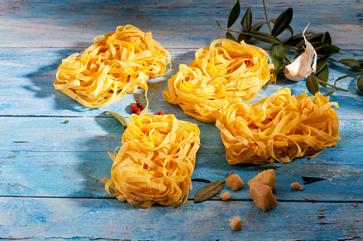 Garlic Clove「Raw Tagliatelle, chili pods, sage leaves, parmesan and garlic clove」:スマホ壁紙(11)