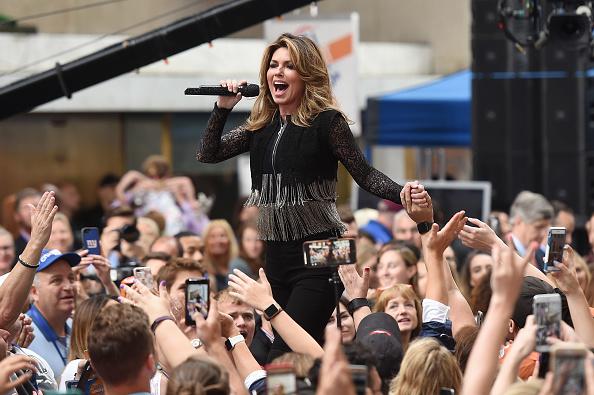 Topix「Shania Twain Performs On NBC's 'Today'」:写真・画像(4)[壁紙.com]