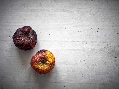 Rotting「Two rotten apples」:スマホ壁紙(0)