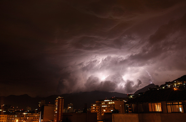 Thunderstorm「Lightning Flashes Over Rio」:写真・画像(14)[壁紙.com]