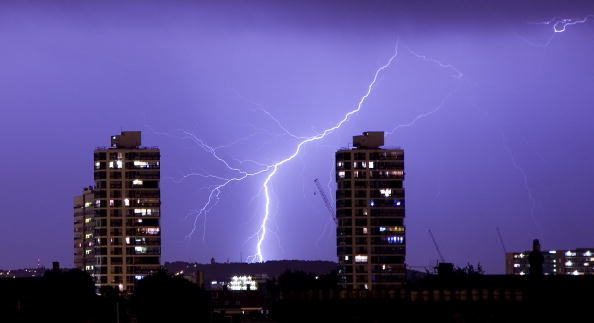 イギリス「Lightning Strikes Over London Skyline」:写真・画像(19)[壁紙.com]