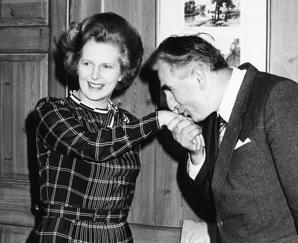 Hand「Margaret Thatcher And Jozef Czyrek」:写真・画像(3)[壁紙.com]