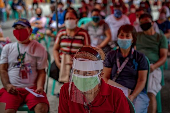 Ezra Acayan「Filipinos Provide Government Giveaways Amid The Coronavirus Pandemic」:写真・画像(18)[壁紙.com]