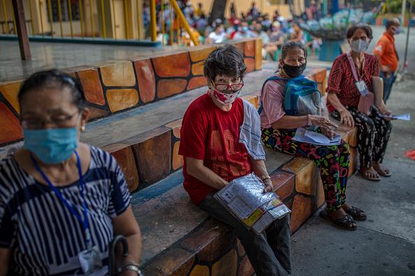 Ezra Acayan「Filipinos Provide Government Giveaways Amid The Coronavirus Pandemic」:写真・画像(15)[壁紙.com]