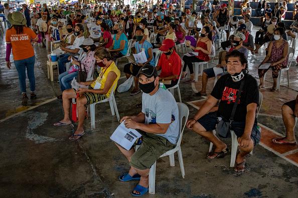 Ezra Acayan「Filipinos Receive Government Giveaways Amid The Coronavirus Pandemic」:写真・画像(14)[壁紙.com]