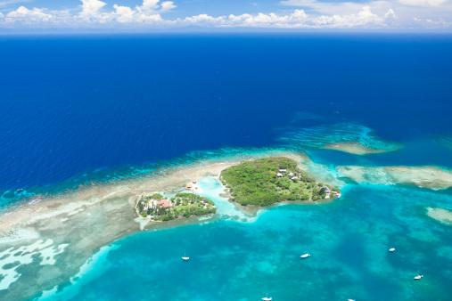 Roatan「Tropical island aerial view」:スマホ壁紙(16)