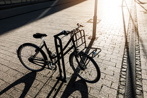 Bicycle「Parked bicycle in backlight」:スマホ壁紙(3)