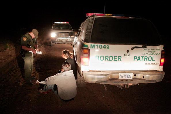 Arizona「Volunteers Patrol Arizona Border For Illeagal Immigrants」:写真・画像(0)[壁紙.com]