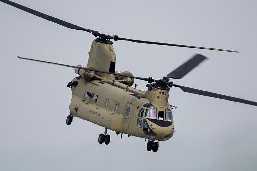 CH-47 Chinook「A U.S. Army CH-47F Chinook in Ansbach, Germany.」:スマホ壁紙(12)