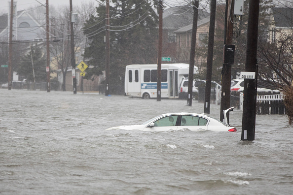 Storm「Large Coastal Storm Brings High Waters And Strong Winds To Northeastern Seaboard」:写真・画像(1)[壁紙.com]