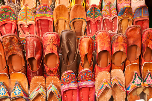 Rajasthan「Colorful Indian shoes for sale」:スマホ壁紙(16)