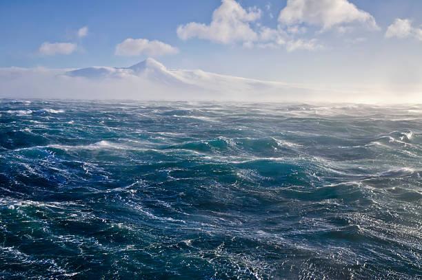 Rough water on the Bering sea:スマホ壁紙(壁紙.com)