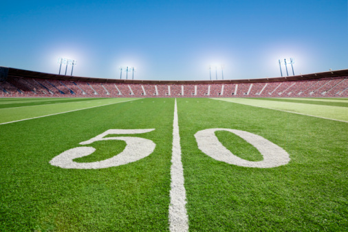 Stadium「50 yard line on football field in stadium.」:スマホ壁紙(3)