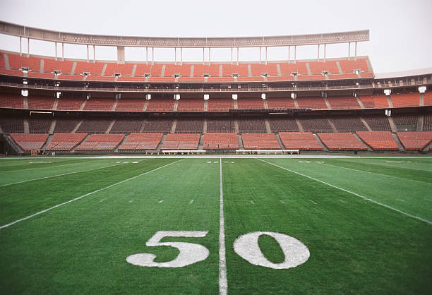 50 yard line on American football field, close-up:スマホ壁紙(壁紙.com)