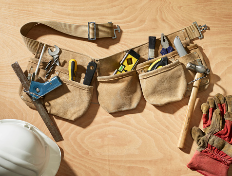 Pocket「Toolbelt on a wooden background」:スマホ壁紙(12)
