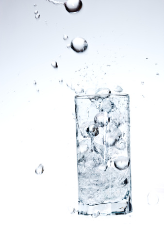 Droplet「水」:スマホ壁紙(1)